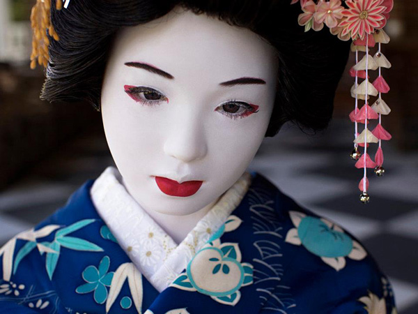 Laurie Simmons, The Love Doll/Day 32 (Blue Geisha Close-up), 2011. Fuji Matte print, 30 x 40 inches